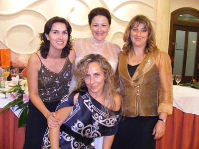 Conchi Valentí con amigos